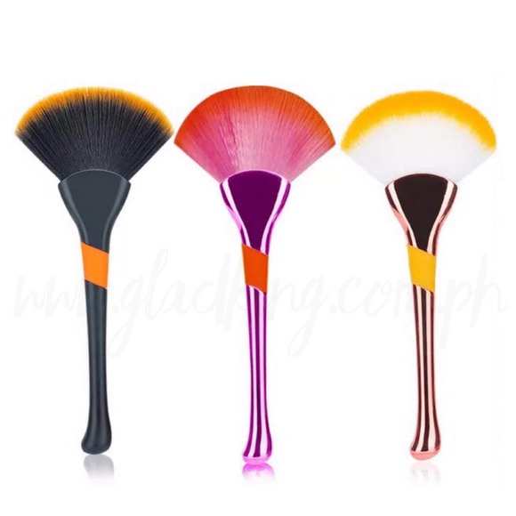 Shiny Fan Shaped Makeup Brush