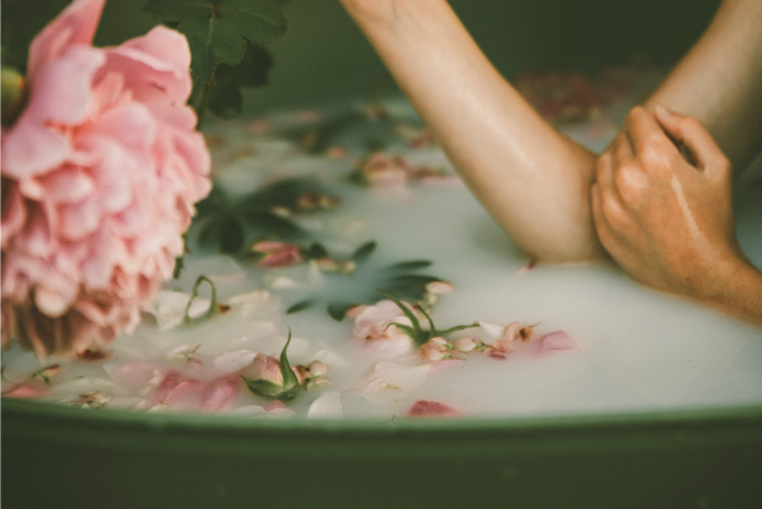 How to Create a Powerful Love Ritual Bath
