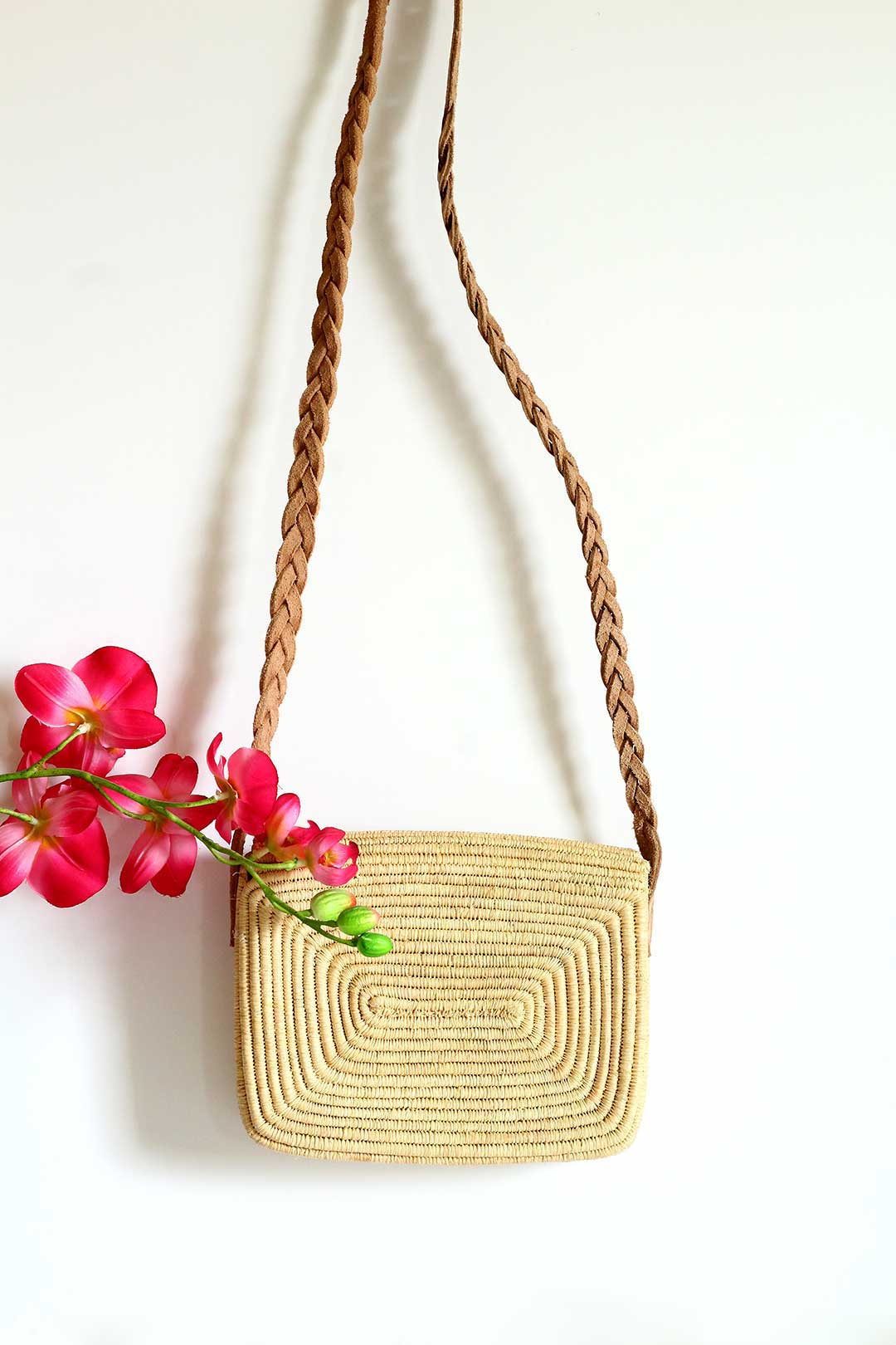 raffia detailed crossbody beach bag