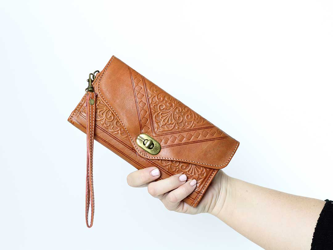 chestnut trifold moroccan leather wristlet