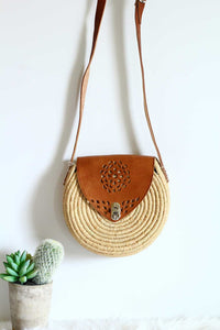 round flower tan leather and raffia crossbody bag
