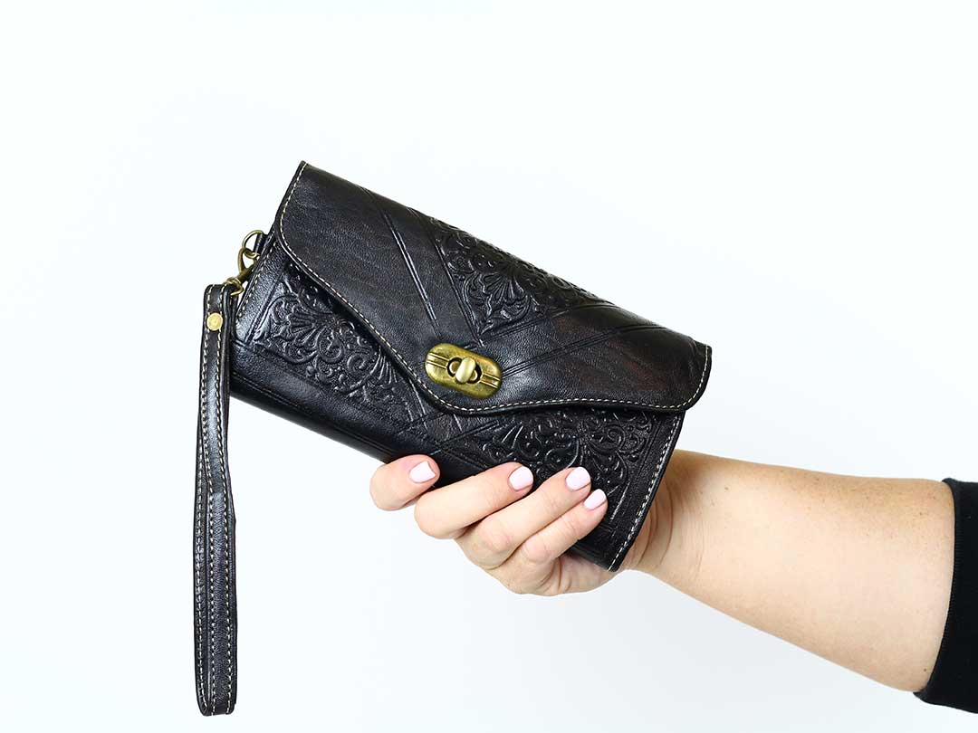 moroccan women leather trifold wristlet
