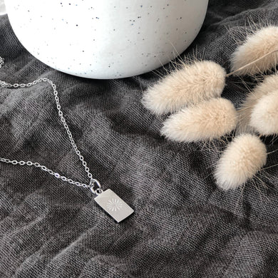 Etched daisy necklace