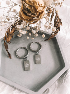 Etched daisy thick hoop earrings