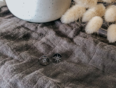 Etched star stud