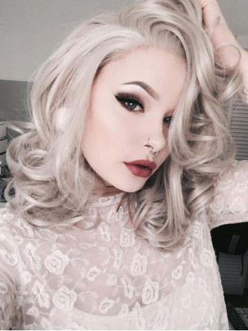 Short Cool Silver Grey Wavy Synthetic Lace Front Wig - FashionLoveHunter