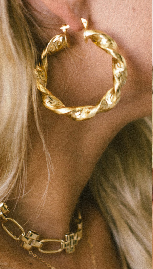 Yunis K Sweet Amber Twisted Hoop Earrings