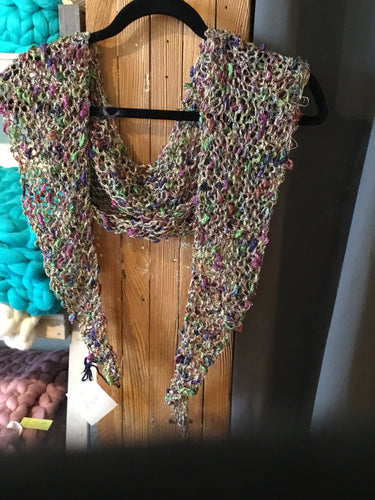 BS1-1548 Triangle Scarf