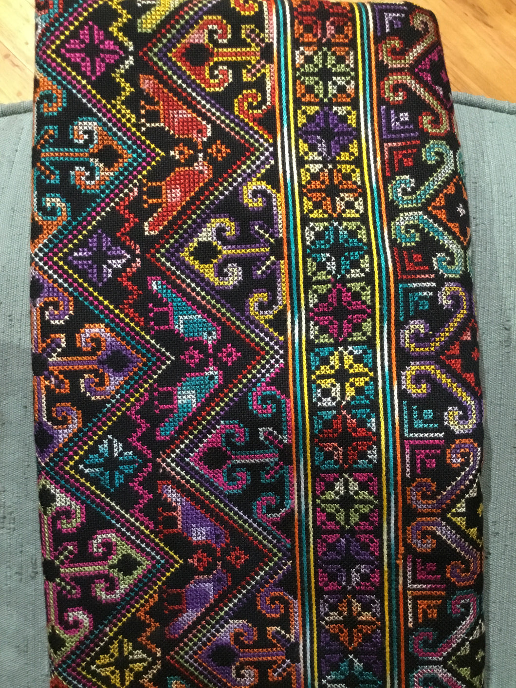 EF1-009 H'mong hand embroidered cloth