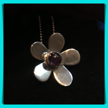 Daisy Necklace - Stone Centre