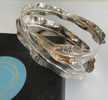 OH! Petal Figure of 8 Bangle