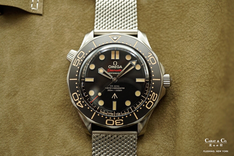 Omega Seamaster Diver 300M Master Chronometer 007 Edition No time to Die 42mm Titanium 21090422001001 Flat lay