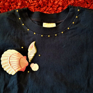 "Tia Womens ""Sea Shells"" T-Shirt Padded Shoulders - Dk Blue - Sz Med- Well Made!"