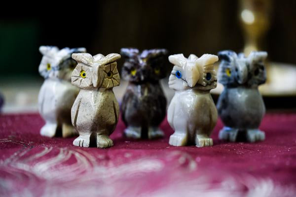Five agate owls on display.