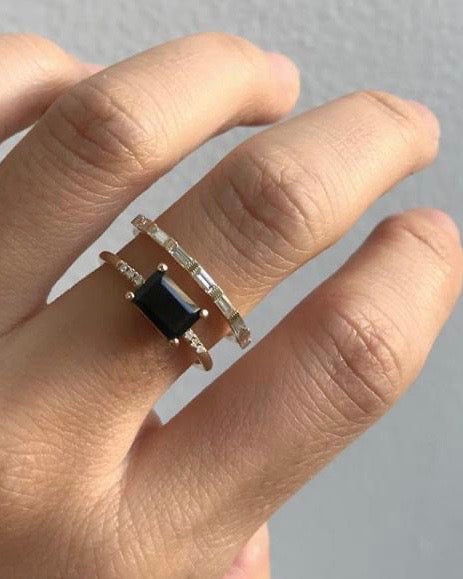 EAST WEST ONYX EQUILIBRIUM RING