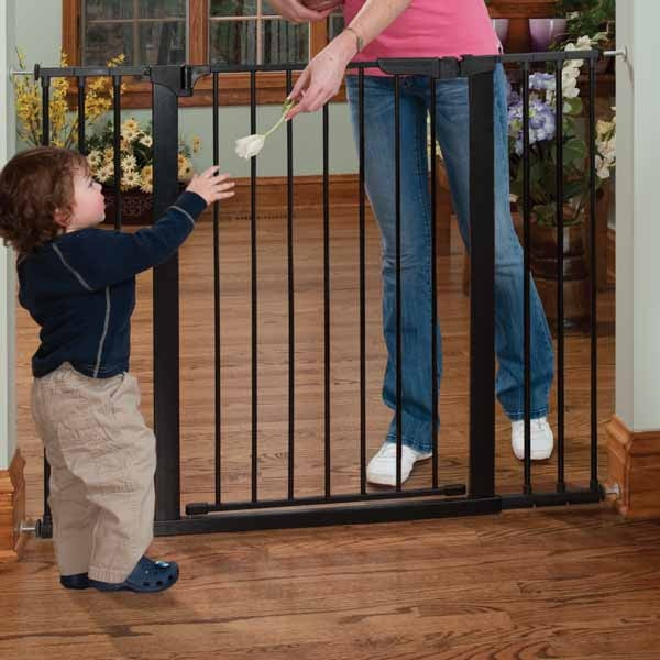 Kidco Tall and Wide Auto Close Gateway Pressure Mounted Pet Gate