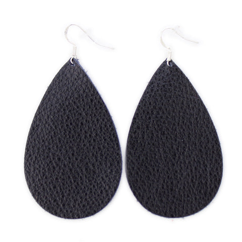 The Drop Leather Earrings in Black