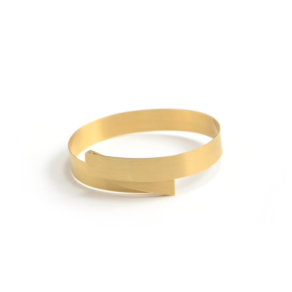 isabelle fa folding bangle bracelet in 18 karat satin finish yellow gold
