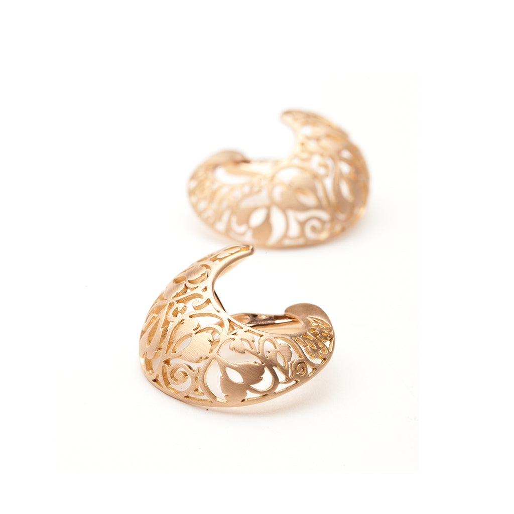 pomellato orchietta earring. 18kt matte rose gold. post and clip.