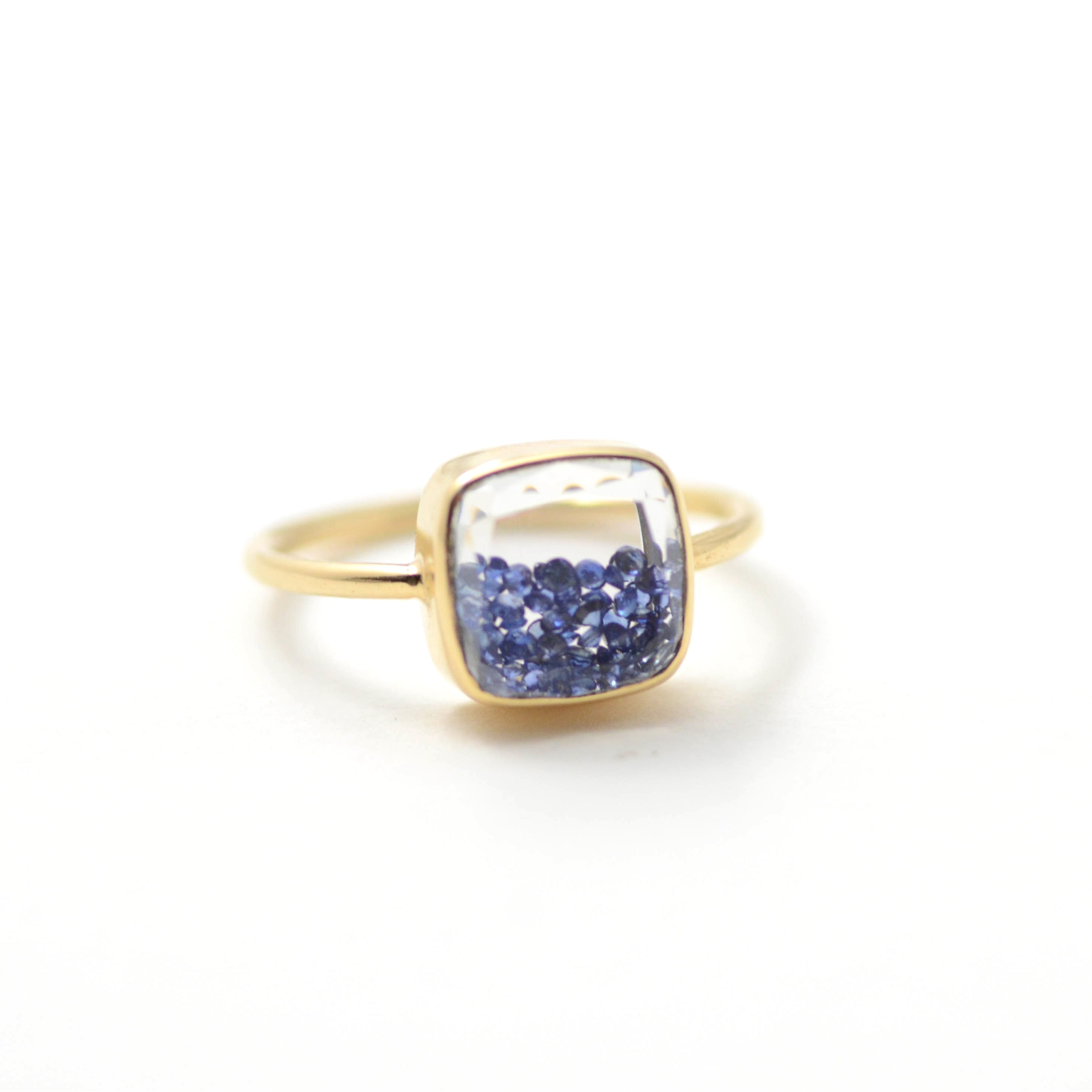 moritz glik blue sapphire shake ring in yellow gold