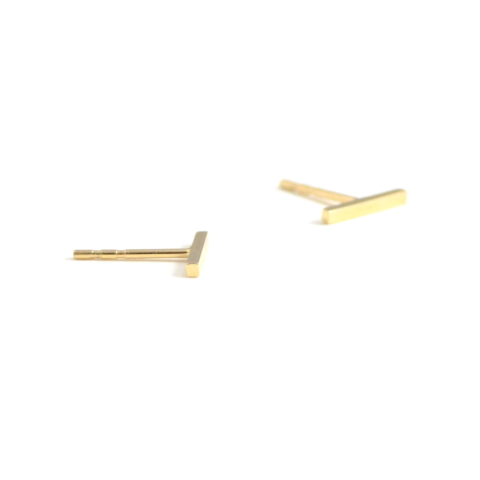 14kt gold bar stud, 10mm