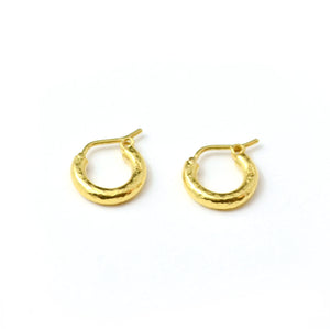 Elizabeth locke jewels baby hoops in hand hammered 19 karat yellow gold. 1/2 inch diameter