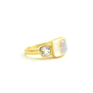 Elizabeth Locke ring 19 karat yellow gold cabochon faceted moonstones