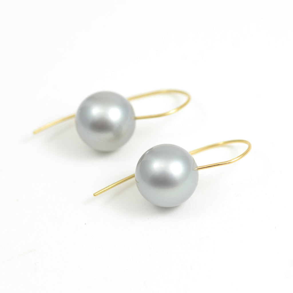 Tahitian Grey Pearls on 18kt yellow gold French wire.