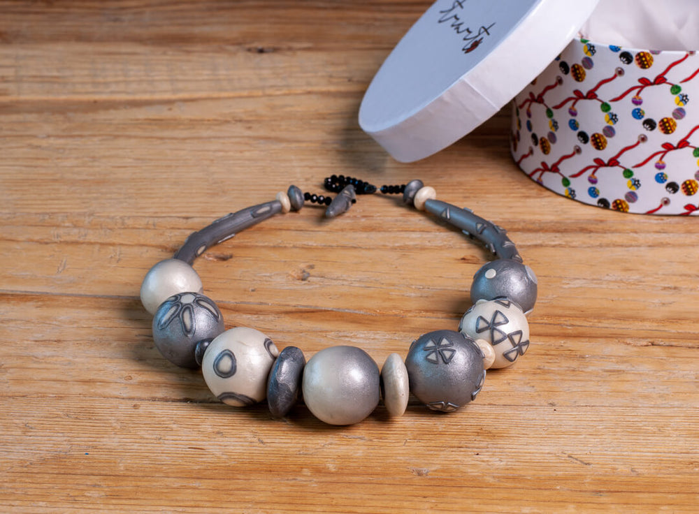 One by Trart Necklace 18 - Grey Beads