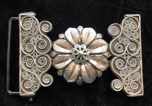 MEXICAN FILIGRANA BUCKLE WITH A CONCHO IN THE MIDDLE , HerraduraDeOro - HerraduraDeOro