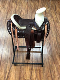 MONTURA FINA COLA DE PATO COLOR CAFE CON BLANCO. BROWN AND WHITE CHARRO SADDLE