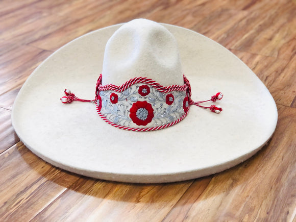 SOMBREROS DE CHARRO DE LANA COLOR HUESO CLARO. AUTHENTIC BONE COLOR CHARRO HAT