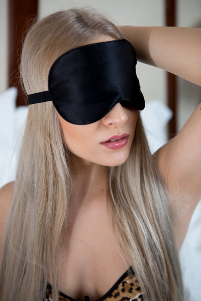 VIVRE Silk Sleep Mask Review: the Sleep-Deprived Traveler's New Best Friend