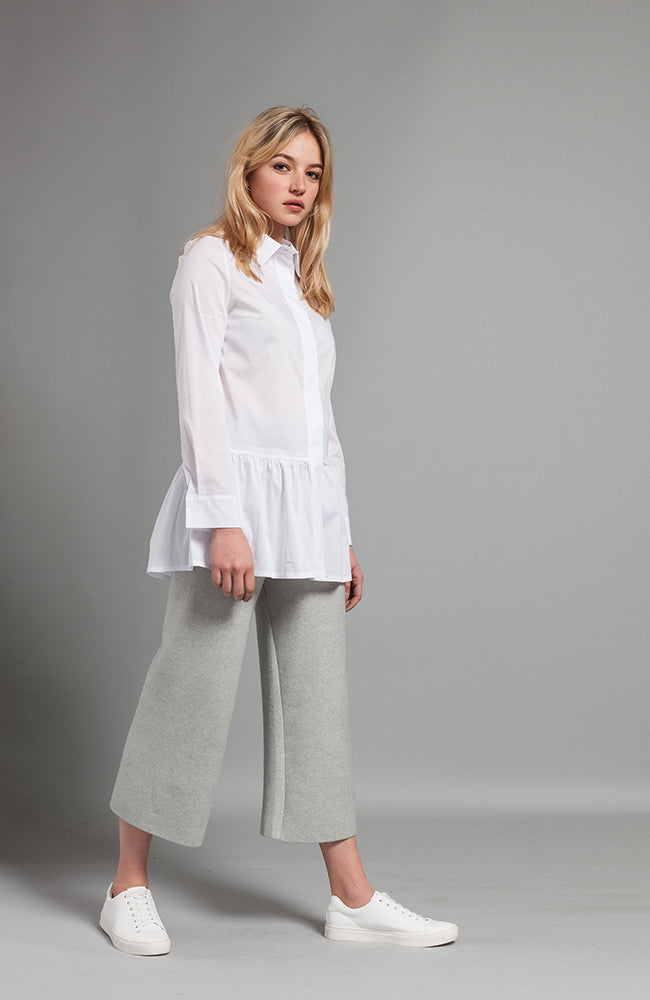 Cotton Shirt with Ruffle Hem. Haut en coton avec ourlet volant