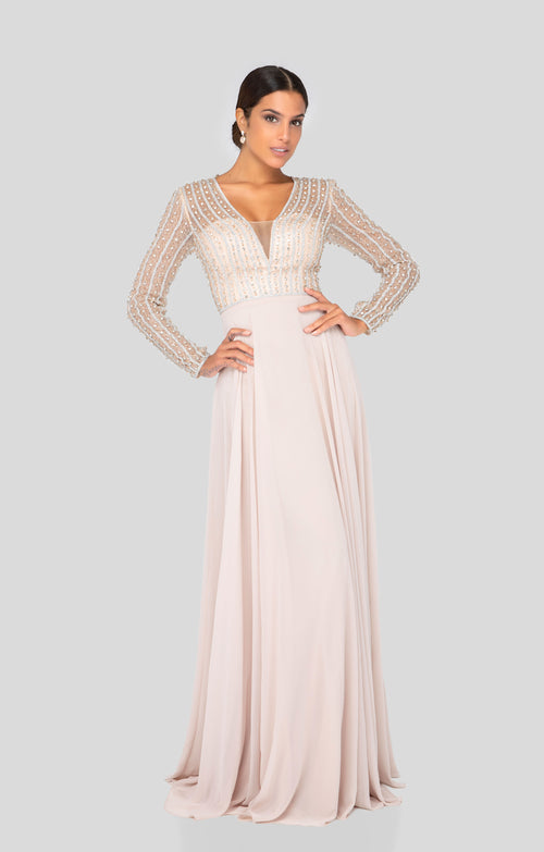 Long Sleeve Gown with bead detail. Robe de Bal manches longues