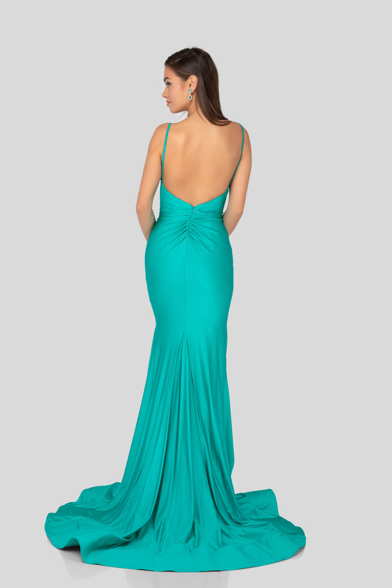 Fitted v-neck Satin Prom Dress. Robe de bal de satin
