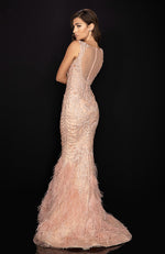 Robe de soirée avec plumes Embroidered Evening Dress with Feathers