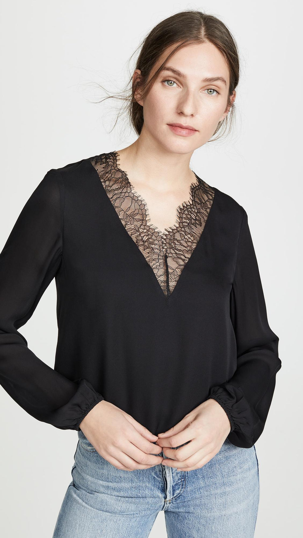 CAMI NYC V-Neck Blouse with Lace. Haut avec dentelle