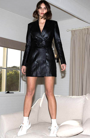 Double Breasted Leather Coat Dress. Robe en cuir