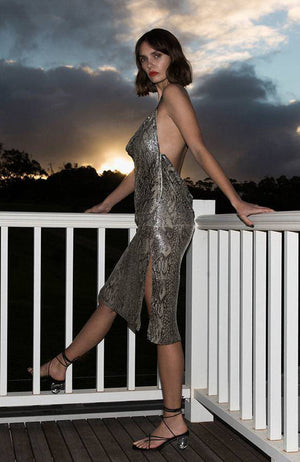 Robe midi Metallic Snakeskin Midi Halter Dress.