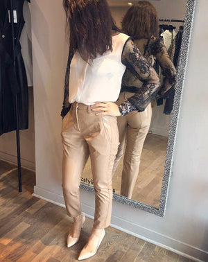 SEVENTY Faux-Leather Nude Trouser Pants. Pantalon en faux-cuir