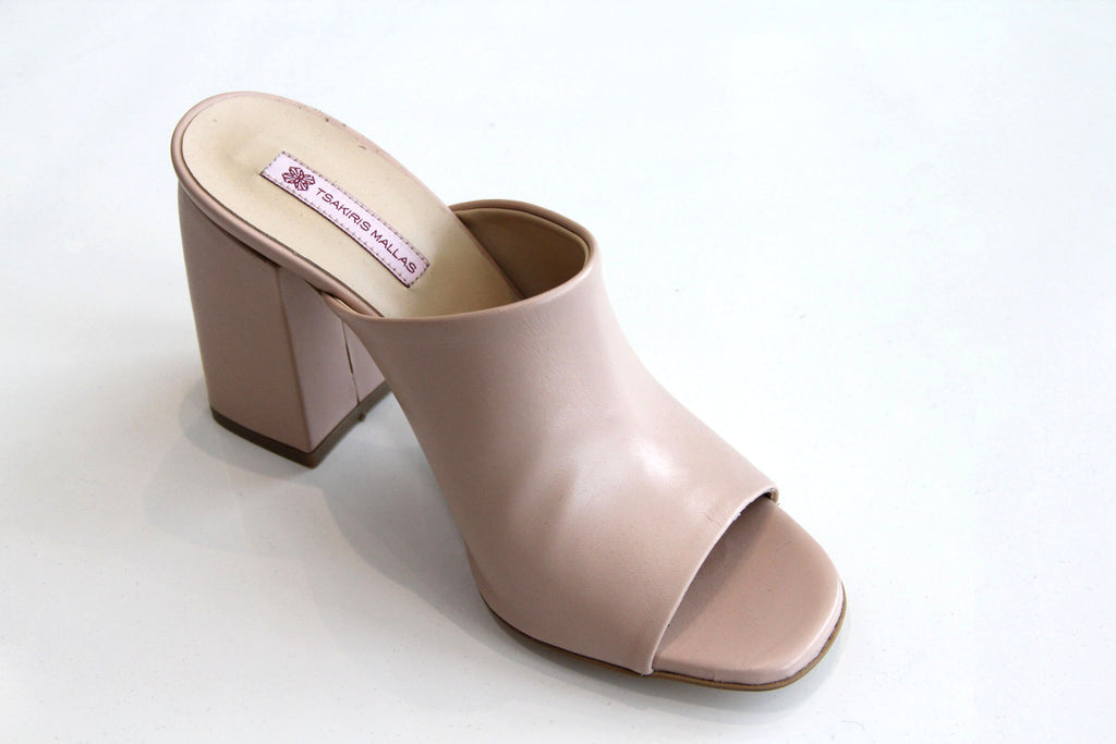 TSAKIRIS MALLAS Leather Nude Sandal Wide Heel. Sandale en cuir