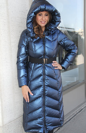Sandra Long Puffy Coat with Hood and Belt. Manteau avec capuche