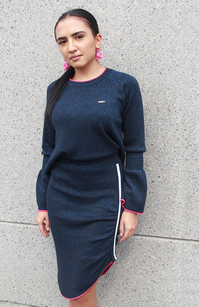 Knit Wool Lamé Sweater with Bell Sleeves. Chandail Lamé en laine tricotée