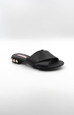TSAKIRIS MALLAS Low Heel Black Leather Sandal. Sandale en cuir noire à talons bas