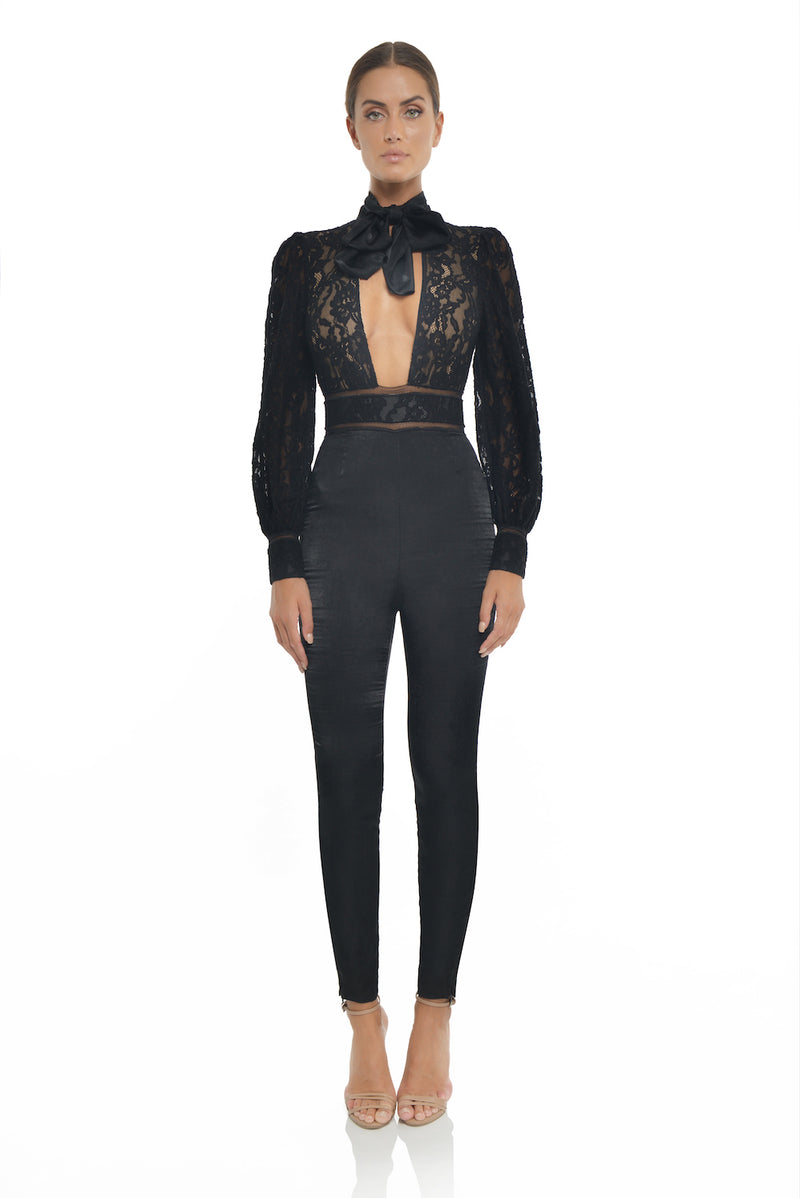 lace and satin jumpsuit open front. Combinaison dentelle et satin