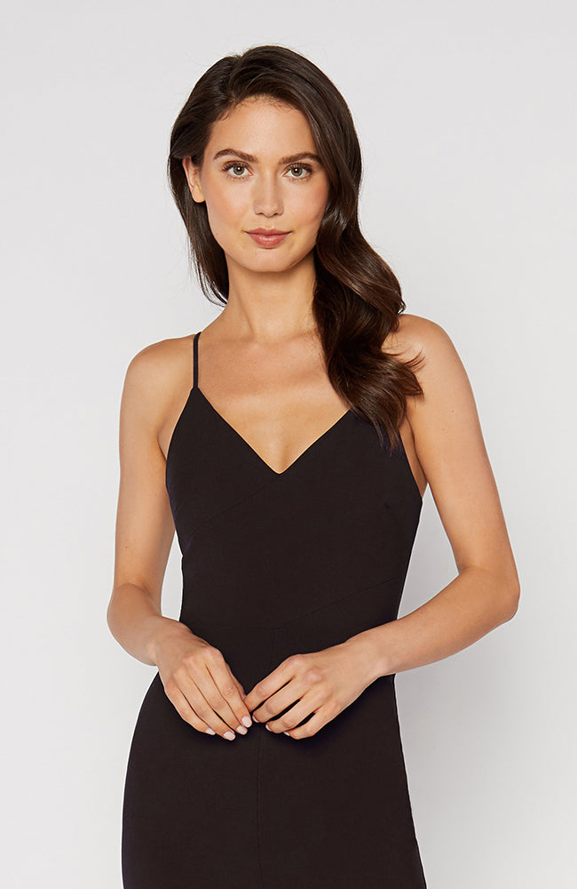 Fitted Black Dress V-Neck Front Slit. Robe noire