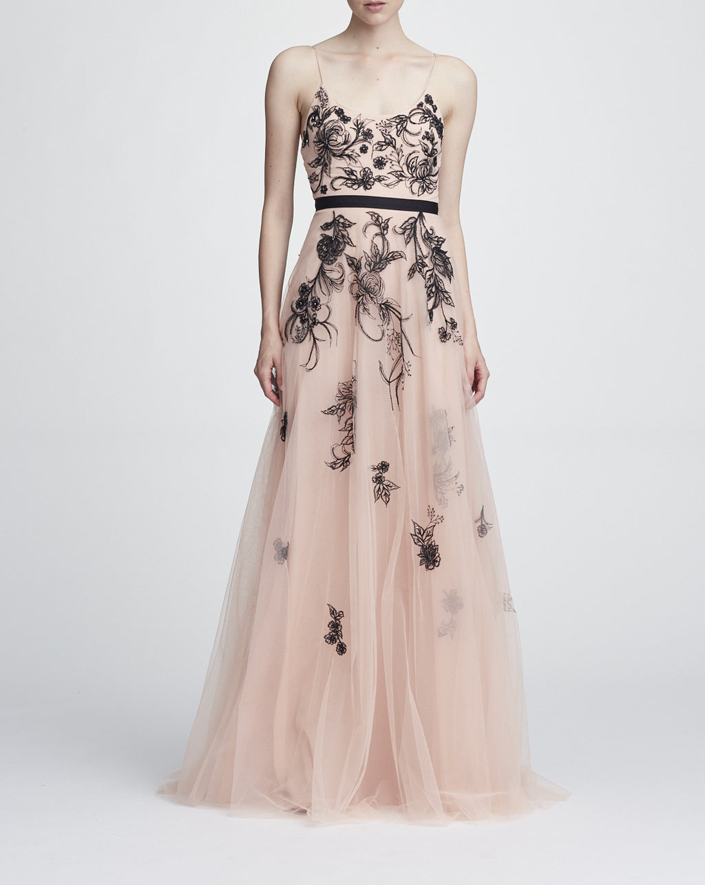 Robe longue brodée de Marchesa Notte. Long Dress Evening Gown
