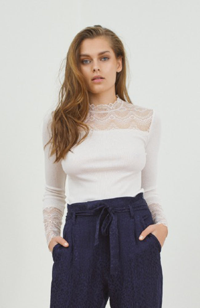 Long Sleeve Ribbed Top with Lace. Haut avec dentelle