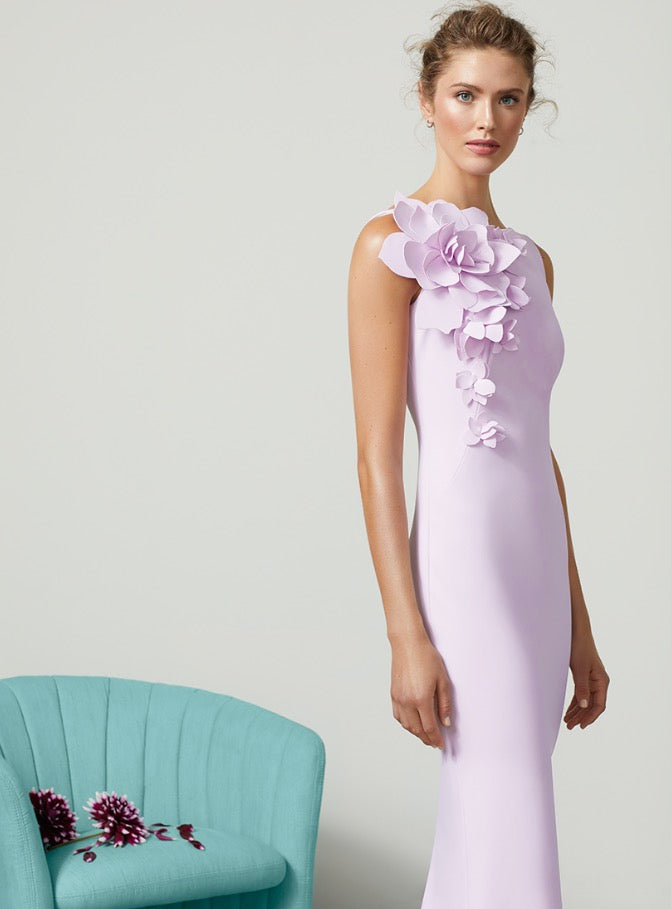 FRASCARA Sleeveless Boatneck Gown with Flower Shoulder. Robe de soirée